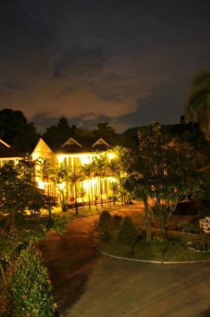 Thuleefa Resort: ยามราตรี ที่งามดุจเมืองสวรรค์