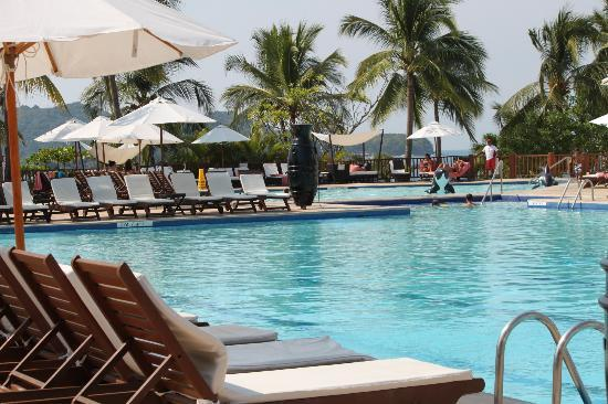 Club Med Ixtapa Pacific : Shallow and deep pools