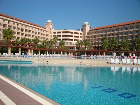 Hotel Riu Kaya Belek: Hotel from Pool