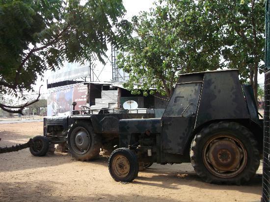 Elephant Pass: Hand made LTTE vehicles