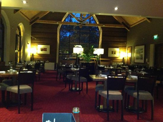 Clandeboye Lodge Hotel : Dining room. Cosy and comfortable