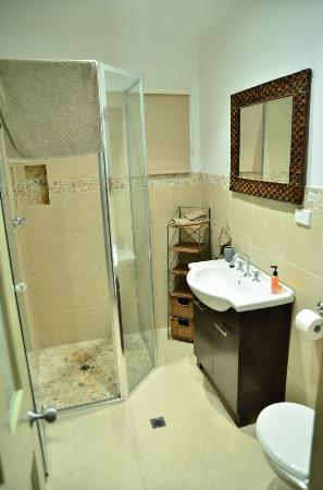 Foreshore Apartments: Bathroom