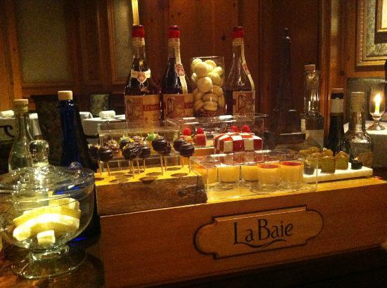 La Baie: 小菓子ワゴン