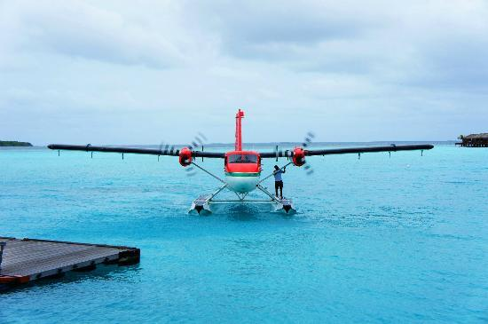 Zitahli Kuda-Funafaru Resort & Spa: Seaplane arriving