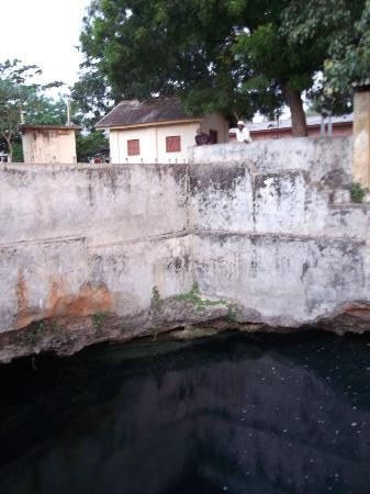 ‪Nilavarai Bottomless Well‬