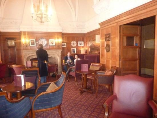 Macdonald Randolph Hotel: lounge area