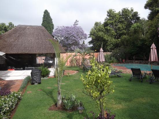Sitatunga Guest Lodge: Coté piscine