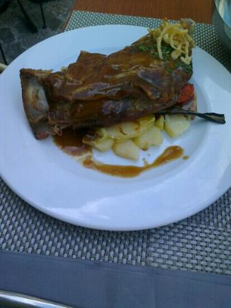 La Posada de Ariant Restaurant: Paletilla de cordero.