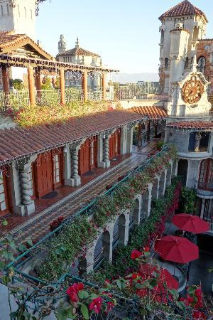 mission inn courtyard picture of the mission inn hotel. Black Bedroom Furniture Sets. Home Design Ideas
