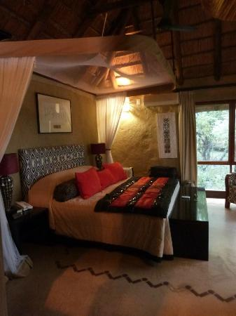 Lukimbi Safari Lodge: Our room