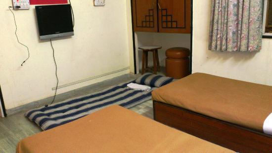 Hotel Shree Maya: Extra bed (additional) no sheets yet