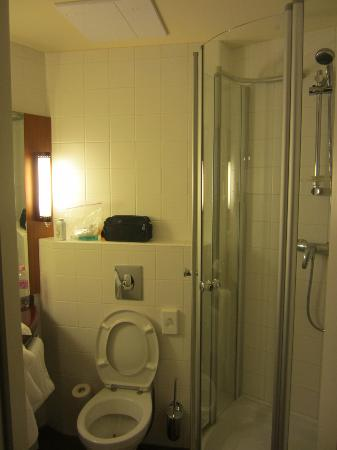 Star Inn Hotel Budapest Centrum: Pic of bathroom