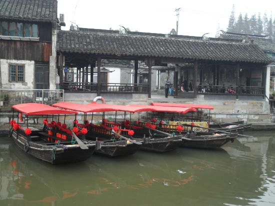 Fengjing Ancient Town : Nice boat ride