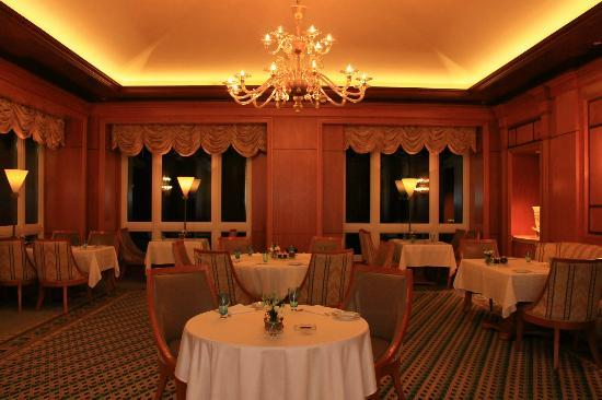 Il Teatro : Settle yourself into one of the deep plush chairs and delight your palate with fresh dishes.