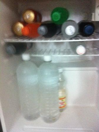 Hotel Riu Palace Macao: Drinks re-filled and tampered with