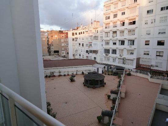 Valenciaflats Centro Ciudad: we can see the neighbourhood right side from the window