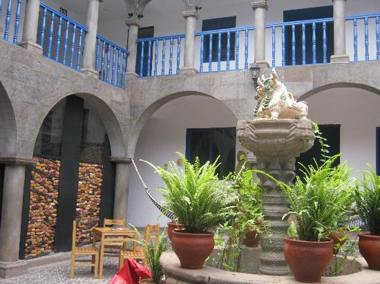 Milhouse Hostel Cusco: primer patio...