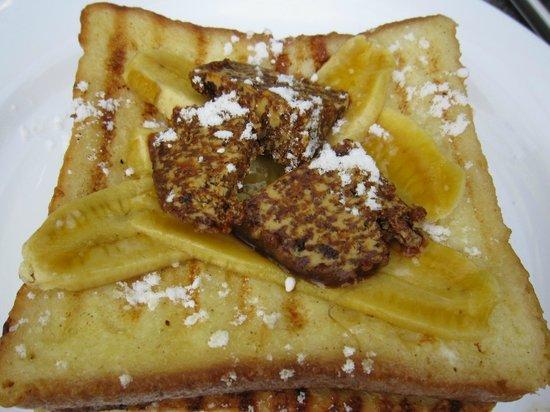 Pippeli Pensione: Banana butter sugar waffle- Yummy!!