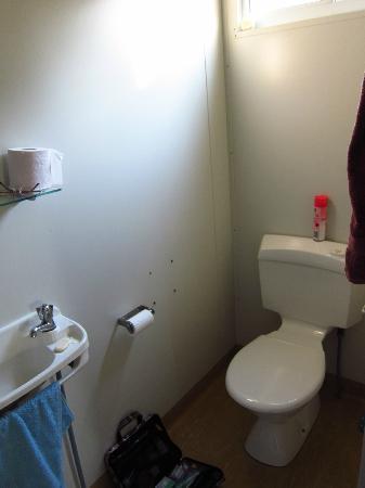 Litchfield Sunset: Bathroom in cabin