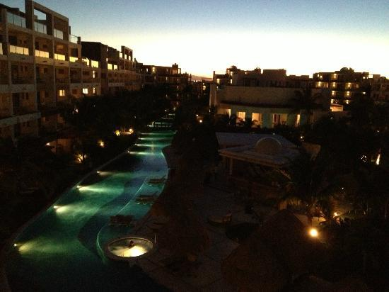 Excellence Playa Mujeres: View of the lazy river at night