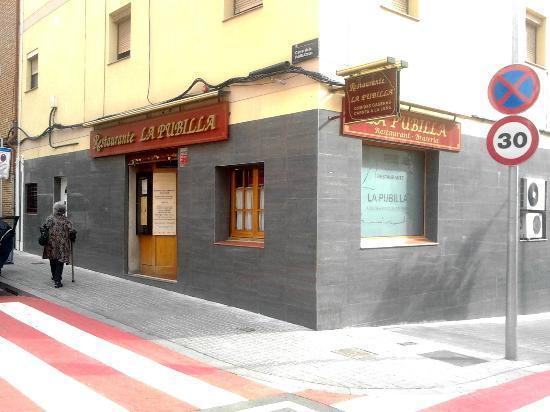 Restaurante La Pubilla: Entrada a uno de los salones de la Pubilla.