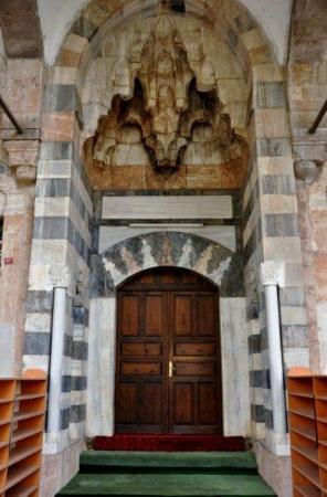"""Sokullulu Kervansarayi: Entrance of the """"Sarı Selim"""" mosque"""