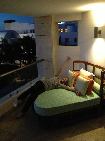 Excellence Playa Mujeres: Balcony bed