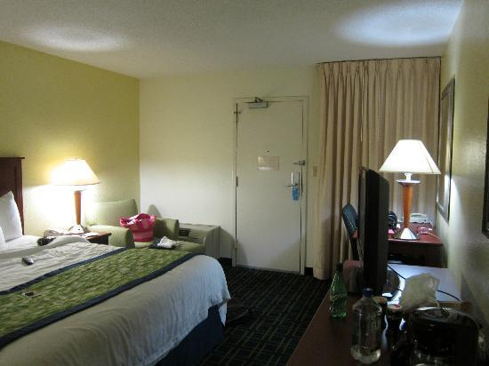 Days Inn Florence Near Civic Center: Room Front