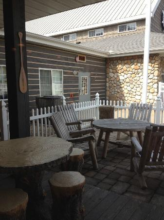 Stoney Creek Hotel & Conference Center - East Peoria: Outside patio (Public)