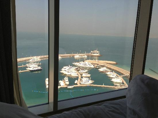 Jumeirah Beach Hotel: View from the bed !!