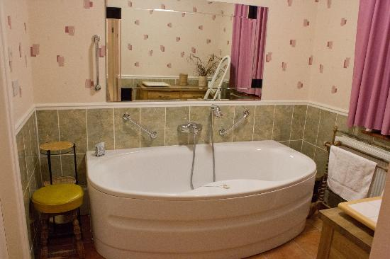 The Liston Hotel: Room 27 - bathroom pt1 - Amazing!