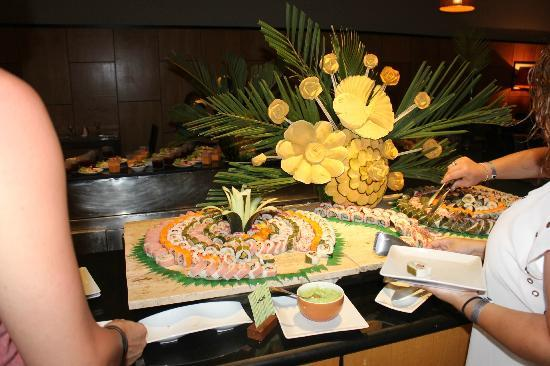 Hotel Majesctic Colonial Punta Cana: Japanese Restuarant (flowers made out of pumpkin)