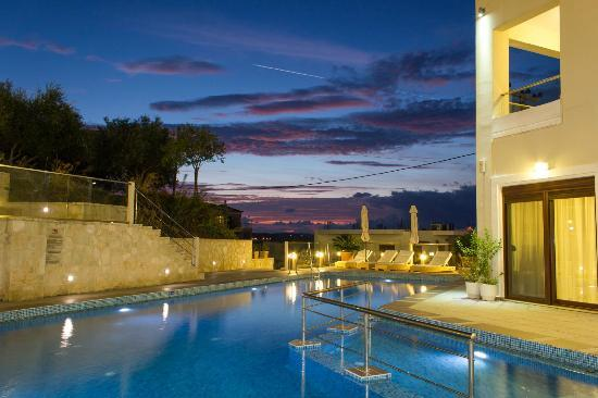 Esthisis Suites: Pool area - Night view