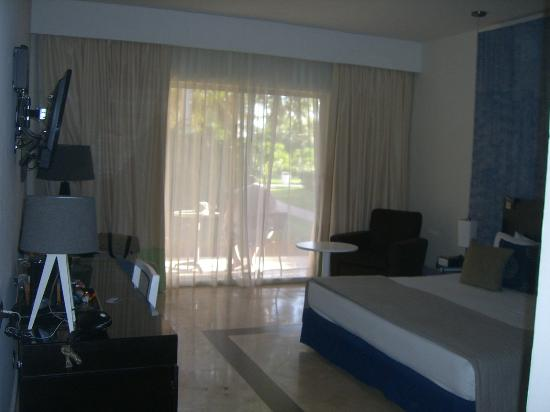 Ocean Maya Royale : Room with King Bed and Patio (3001)