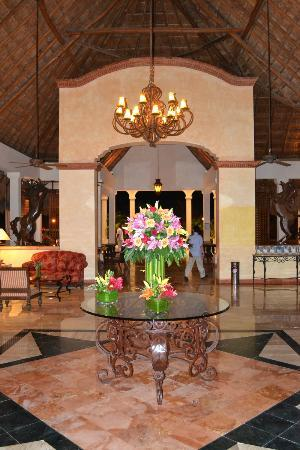 Now Sapphire Riviera Cancun: Main lobby was beautiful!