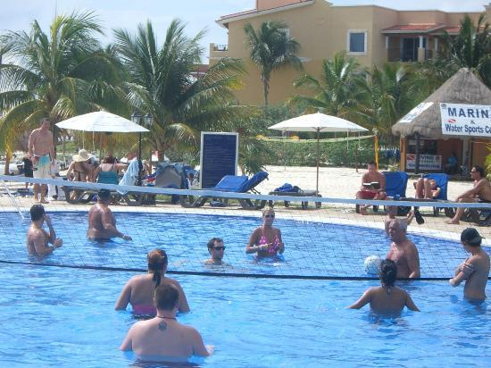 Ocean Maya Royale : Pool Volleyball