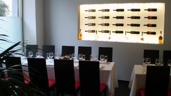 L'Ossidiana Ristorante : Sala 1 con cantina vini