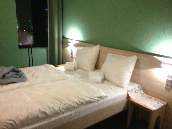 MEININGER Hotel Amsterdam City West: Camas con nórdico