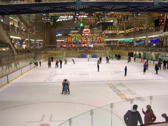 Quebec City, Canada: Grande patinoire intérieure