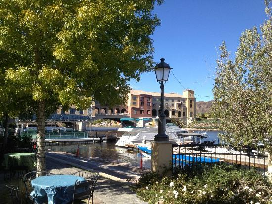 Hilton Lake Las Vegas Resort & Spa: iew of the Hotel and Hotel Bridge from the Sunset Cafe in the Village