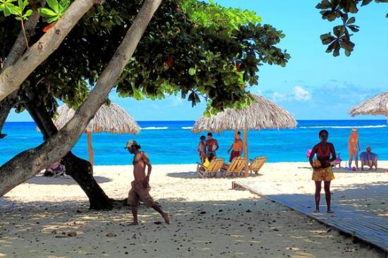 Villa Gaviota Baracoa: By bars at Playa Maguana, Baracoa area, Cuba.