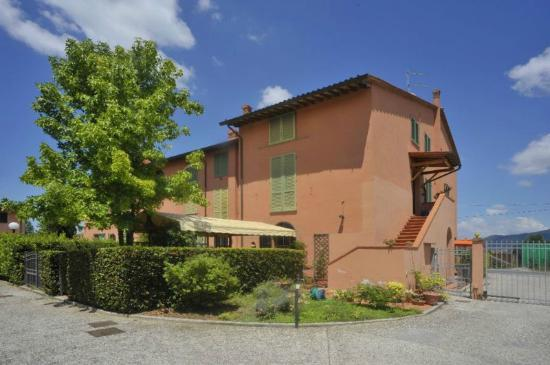 Alfieri Bed and Breakfast: Vista interna interna lato giardino