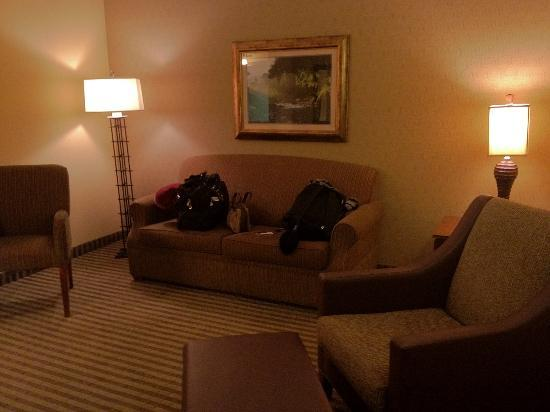 Days Inn by Wyndham Cheyenne: Large common area in suite