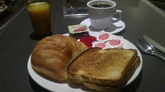 Comfort Hotel Downtown: Breakfast