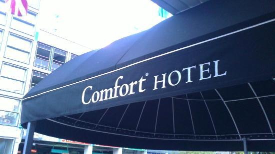 Comfort Hotel Downtown: Entrance