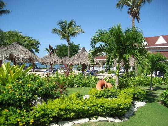 Grand Bahia Principe La Romana: Beautiful grounds