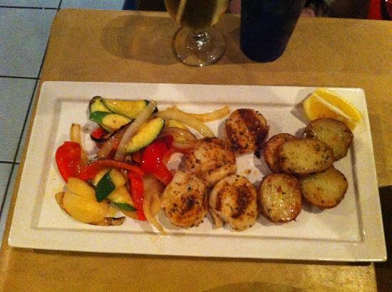 Merivale Fish Market: Scallops, rosemary potatoes and grilled veggies