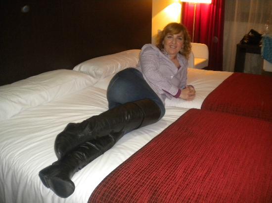 Hotel Santiago Apostol : Camas grandisimas