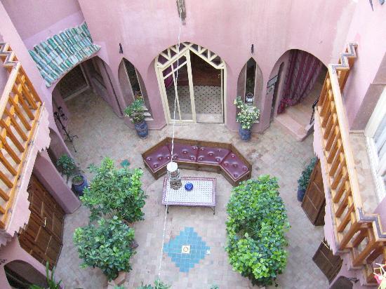Riad Amira Victoria: Der Empangsbereich und Innenhof des Riads