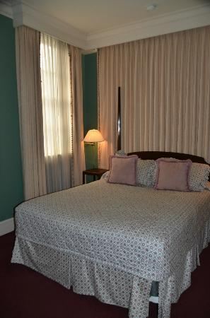 The Lafayette Hotel: Our bedroom